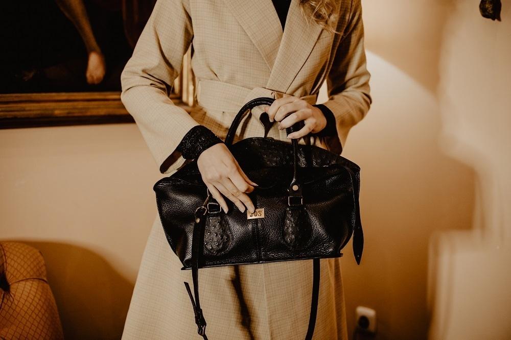 conception et fabrication de sacs en cuir